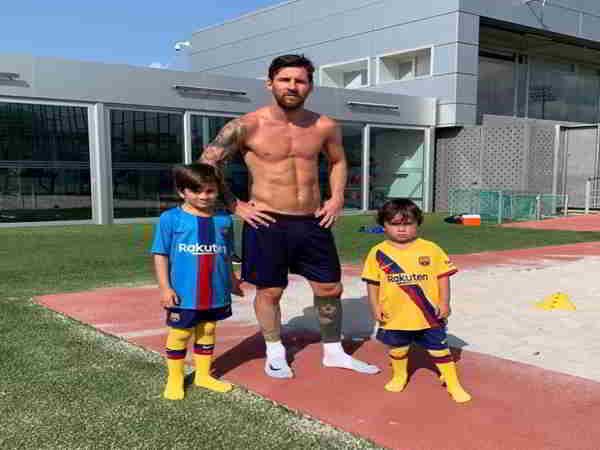 Cơ bụng của Messi gây chú ý với 7 triệu lượt yêu thích