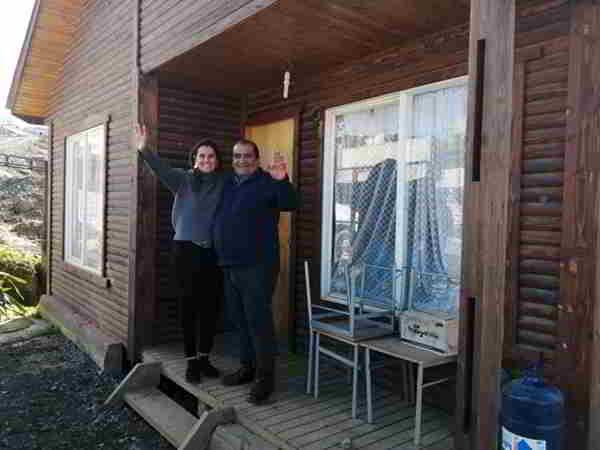 Thủ thành Bravo của Mancity tặng nhà cho gia đình CĐV nhí vô gia cư